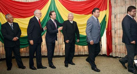 (Bolivia) Opositores afinan alianzas al filo del plazo del TSE