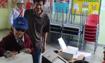 (Perú) Aprueban la no reelección de congresistas y rechazan bicameralidad