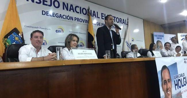 (Ecuador) Juan Carlos Holguín inscribe su candidatura a Alcaldía de Quito
