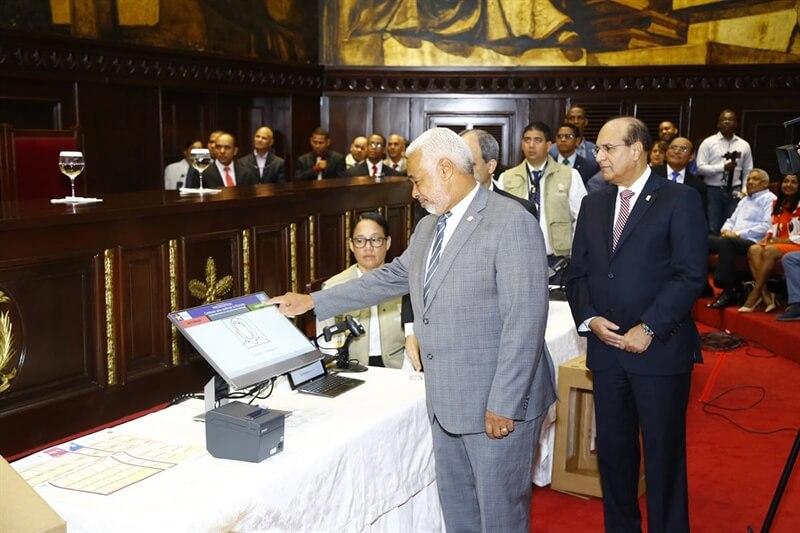 (República Dominicana) Pleno JCE realiza presentación de Voto Automatizado a diputados en salón de la Asamblea Nacional