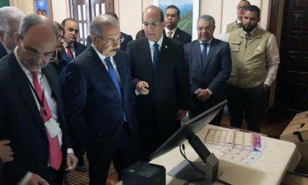 (República Dominicana) Pleno de la JCE realizó demostración del Voto Automatizado al Presidente Danilo Medina