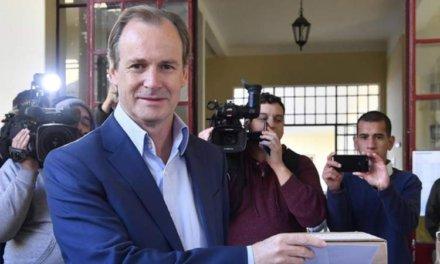 (Argentina) Entre Ríos: Gustavo Bordet logró la reelección aventajando por 20 puntos a Atilio Benedetti.