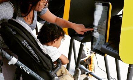 Los Ángeles implementa un nuevo sistema de votación: pantalla táctil, código QR y estaciones móviles