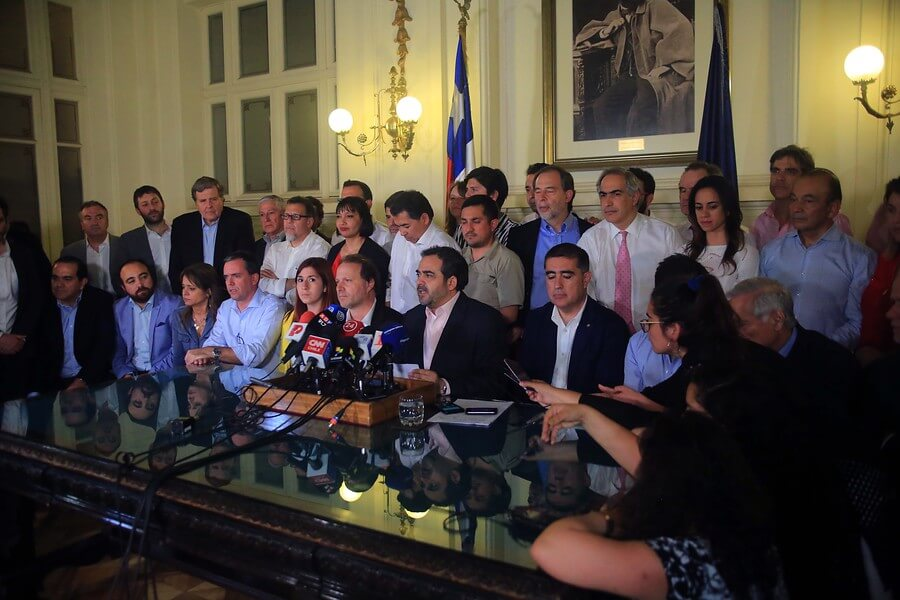 (Chile) Inicia histórico proceso para reemplazar la Constitución: Congreso acuerda plebiscito para abril de 2020
