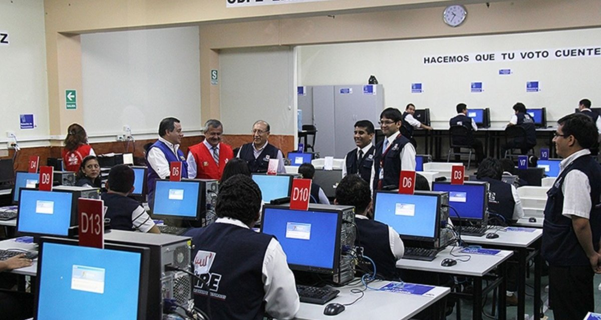 (Perú) ONPE realizó con éxito simulacro oficial del Sistema de Cómputo Electoral