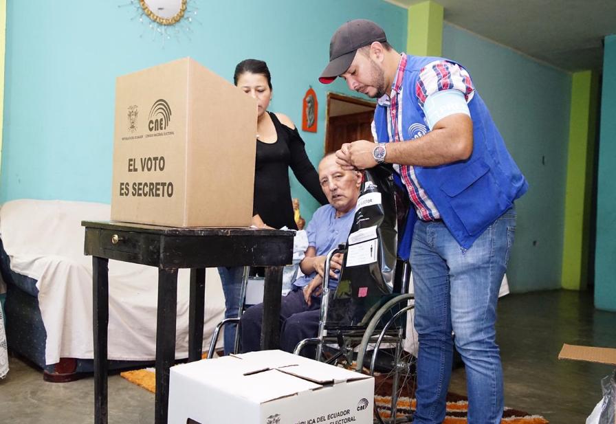 (Ecuador) CNE aprueba instructivo que garantiza medidas de bioseguridad en sufragio de Voto en Casa
