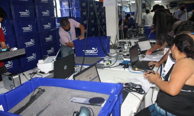 [El Salvador] TSE ya envió alrededor del 50% de equipo tecnológico a sedes logísticas