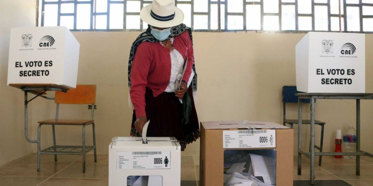 [Ecuador] Actas de escrutinio para la segunda vuelta electoral se imprimieron en papel moneda para evitar posibles manipulaciones