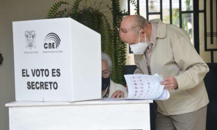 [Ecuador] CNE desarrolla el Voto en Casa rumbo a las elecciones de la segunda vuelta presidencial
